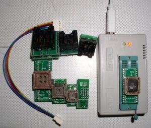 Программатор MiniPro TL866A.