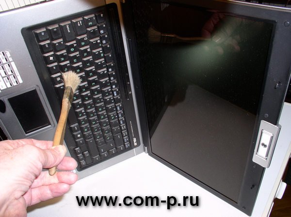 Чистка клавиатуры ноутбука.