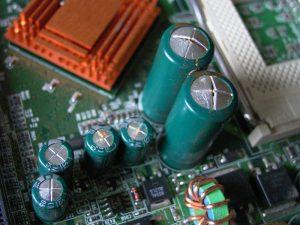 Дефектные оксидные конденсаторы.