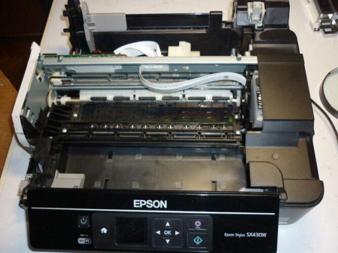 Замена печатающей головки Epson Stylus SX430W.